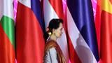 ၂ဝ၁၉ ခုနှစ်က ထိုင်းနိုင်ငံ ဘန်ကောက်မြို့မှာ ကျင်းပတဲ့ ၃၅ ကြိမ်မြောက် အာဆီယံအစည်းအဝေး တက်ရောက်လာတဲ့ နိုင်ငံတော်အတိုင်ပင်ခံပုဂ္ဂိုလ် ဒေါ်အောင်ဆန်းစုကြည်ကို တွေ့ရစဉ်။