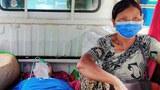 စစ်ကိုင်းတိုင်း၊ ကလေးမြို့မှာ ဇူလိုင်လ ၁၃ ရက်နေ့က ကိုဗစ်ပိုးကူးစက်ခံနေရသူများကို ကူညီနေကြသော စေတနာ့ဝန်ထမ်းများ။