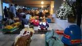 ရန်ကုန်မြို့ ရေဝေးသုသာန်တွင် ရုပ်အလောင်းများ သဂြိုဟ်ရန် တန်းစီစောင့်ဆိုင်းနေကြသူများကို ဇူလိုင်လ ၁၂ ရက်နေ့က တွေ့ရစဉ်။