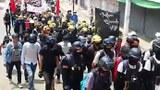 ၂၀၂၁ ဧပြီ ၆ ရက်နေ့က မိုးကုတ်ပြည်သူတွေ စစ်အာဏာရှင်စနစ် ဆန့်ကျင်ဆန္ဒပြနေစဉ်