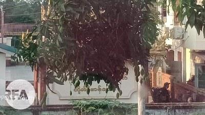 ပဲခူးမြို့ ရပ်ကွက်တစ်ခုမှာ ၂၀၂၁ ဧပြီ ၉ ရက်နေ့က နေရာယူထားတဲ့စစ်သားတွေကို တွေ့ရစဉ်
