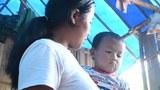 KNPP ထိန်းချုပ်နယ်မြေထဲက ဒုက္ခသည်စခန်းတစ်ခုမှာ ခိုလှုံနေတဲ့ CDM ရဲတစ်ဦးရဲ့ ဇနီးနဲ့ သားကို တွေ့ရစဉ်