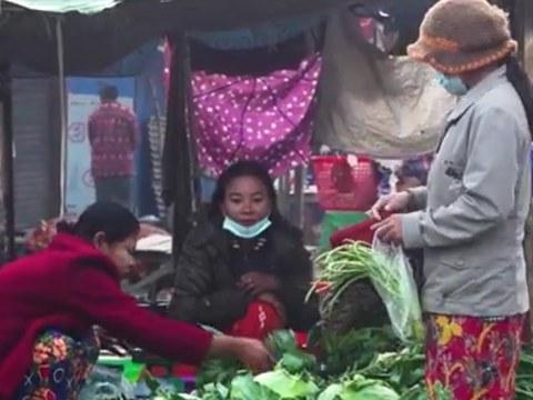 စစ်ရေးကြောင့် အိုးအိမ်မဲ့ဘဝမှာ ရုန်းကန်နေရတဲ့ ရခိုင်မြောက်ပိုင်းက အမျိုးသမီးများ။