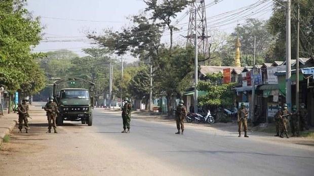 တောင်တွင်းကြီးနဲ့ နတ်မောက်မြို့က ဒေသခံ ၁၀ ဦး အဖမ်းခံရ