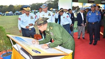 ၂ဝ၁၉ ခုနှစ်က (၇၂)နှစ်မြောက် တပ်မတော်(လေ) နှစ်ပတ်လည်နေ့ကို တက်ရောက်လာတဲ့ တပ်မတော်ကာကွယ်ရေးဦးစီးချုပ် ဗိုလ်ချုပ်မှူးကြီးမင်းအောင်လှိုင်။