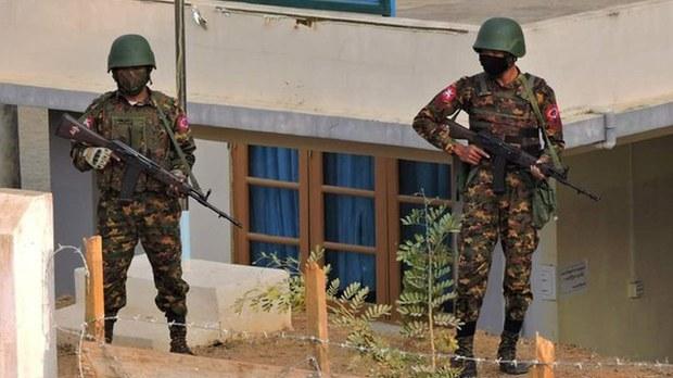 ဟားခါးတပ် တပ်ကြပ်ကြီးစာရေး တင်လျန်ဘိခ်ရဲ့မိသားစု အဖမ်းခံရ