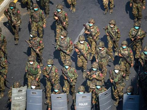 ၂ဝ၂၁ ခုနှစ် မတ်လက ရန်ကုန်မြို့မှာ စစ်ကောင်စီတပ်ဖွဲ့ဝင်များကို တွေ့ရစဉ်။