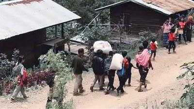 အင်တာနက်ဖြတ်ခံရပြီး တိုက်ပွဲကြောင့် ထွက်ပြေးနေရတဲ့  ကန်ပက်လက်မြို့နယ်က ပြည်သူတွေကို ၂၀၂၁၊ ဇွန်လအတွင်းက တွေ့ရစဉ်