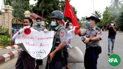 ၂၀၂၀ ခုနှစ် စက်တင်ဘာလ ၉ ရက်နေ့က ဆန္ဒပြခဲ့တဲ့ ကျောင်းသားတွေကို ရဲတပ်ဖွဲ့က ဖမ်းဆီးခဲ့စဉ်။