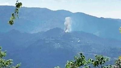 ရှမ်းပြည်နယ်မြောက်ပိုင်း၊ ကျောက်မဲမြို့နယ်၊ ဟူးကွက်ရွာက နေအိမ်တွေ ၂၀၂၁၊ စက်တင်ဘာ ၂၅ ရက်နေ့က မီးလောင်နေတာကို မြင်တွေ့ရစဉ်