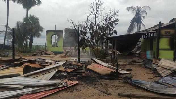 စစ်ကိုင်းတိုင်း၊ တန့်ဆည်မြို့နယ် ကျီကုန်း (တောင်)ရွာက နေအိမ်တွေ မီးရှို့ခံထားရတာကို ၂၀၂၁ စက်တင်ဘာ ၂၃ ရက်နေ့က တွေ့ရစဉ်