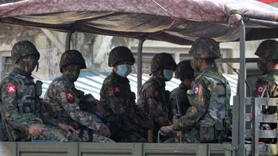 နေပြည်တော်က စစ်ကောင်စီတပ်သားတချို့ကို ဖေဖော်ဝါရီလ အစောပိုင်းက တွေ့ရစဉ်။