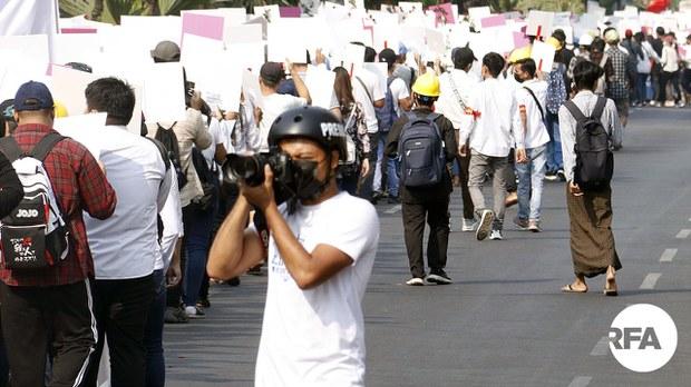 သတင်းသမားတွေ ပစ်မှတ်ထား ဖမ်းဆီးခံနေရ