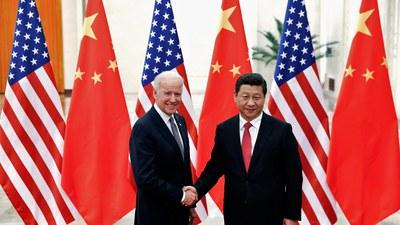 အမေရိကန်သမ္မတ ဂျိုးဘိုင်ဒင်နဲ့ တရုတ်သမ္မတ ရှီကျင့်ပင် တို့ တရုတ်နိုင်ငံ ပေကျင်းမြို့မှာ ၂ဝ၁၃ ခုနှစ် ဒီဇင်ဘာလက တွေ့ဆုံခဲ့ကြစဉ်။